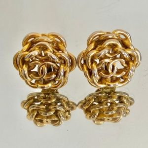 CHANEL Vintage Gold Chain Clip-On Earrings